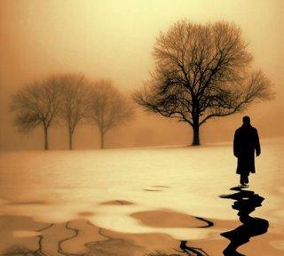 Homem_caminhando_em_campo_deserto_